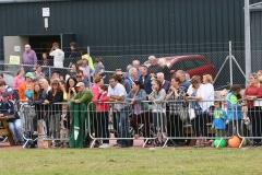 CE2P2123  crowds watch