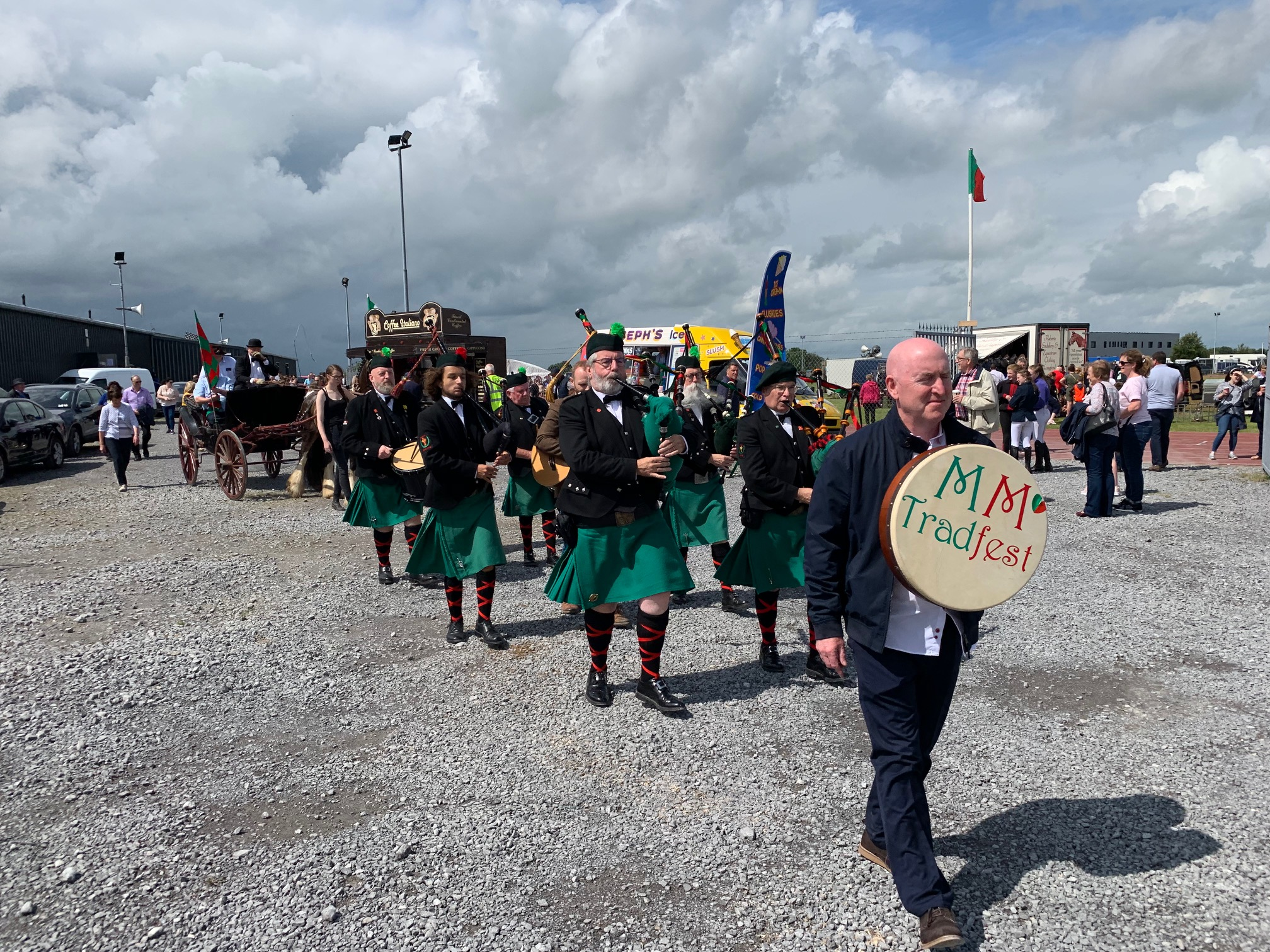 5 alan keegan leads mmtradfest and minister ring to opening of claremorris show