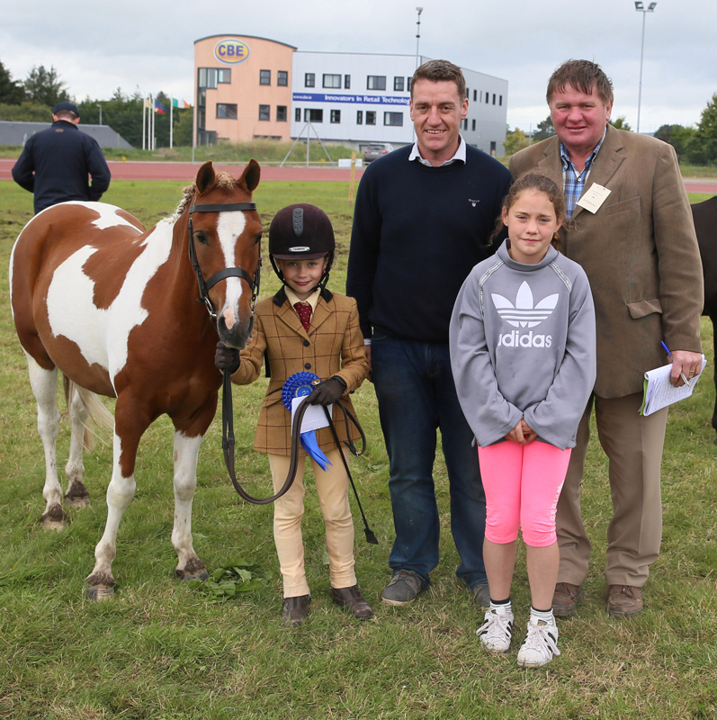 Julia Mulligan, Enniskillen, was 2nd in the Claremorris Agricultural Show Supermacs and PapaJohns young handler Bonanza Class 7-13yrs (Royal Blue Cup) pictured with sponsor Danny McHugh and Ella McHugh and Pat Prendergast, Show Steward. Photo: © Michael Donnelly