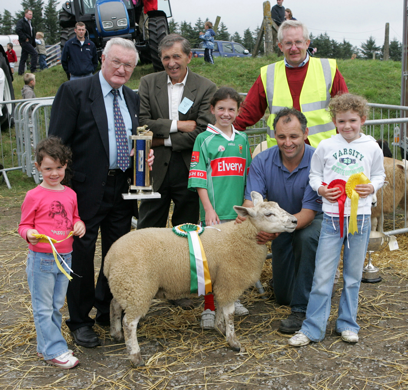 Joe Gilligan presents the Gilligan Trophy for Champion Crossbred Ewe lamb at the 88th Claremorris Agricultural Show, to Walter Brennan. Included in photo from left; Aoife Brennan, Brenda Finlay,  Walter Brennan and Laura Brennan. At back: Joe Gilligan, Patsy Reilly (judge) and John Walter, show steward. Photo: © Michael Donnelly
